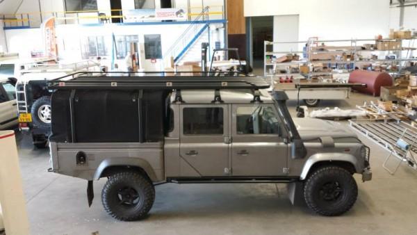 Tembo4x4 Dachgepäckträger schwarz beschichtet mit seitlichen Abstützungen Land Rover Defender 130 Crew Cab Fahrzeuglänge