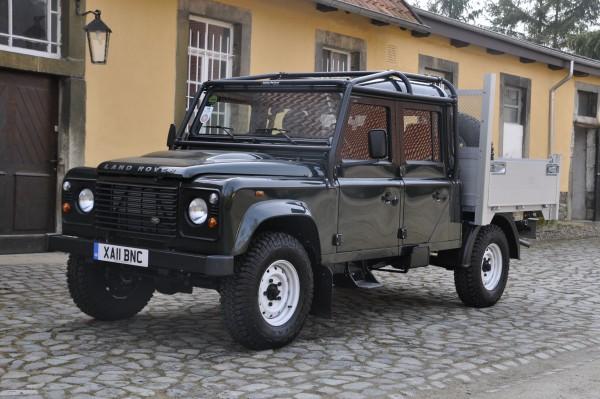 Safety-Devices-Uberrollkafig-Full-External-Land-Rover-Defender-130-Crew-Cab.jpg